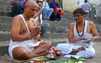 Morning rituals and daily life Banganga Tank Mumbai